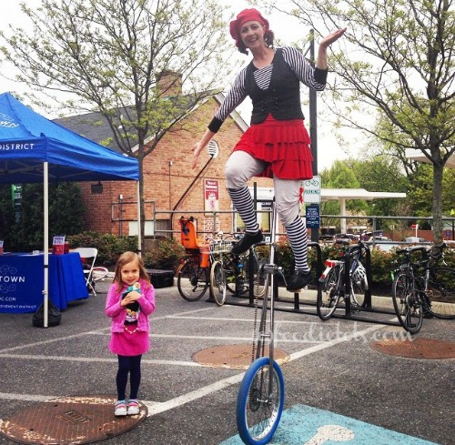 french-market-unicyclist-foodietots